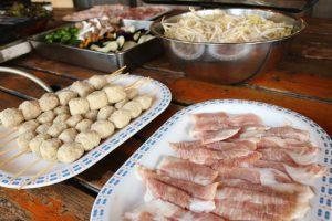 お肉はお一人たっぷり300g以上! お野菜や焼きそばも