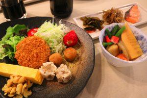 この日はミックスプレートと筍の煮物、3種のお惣菜